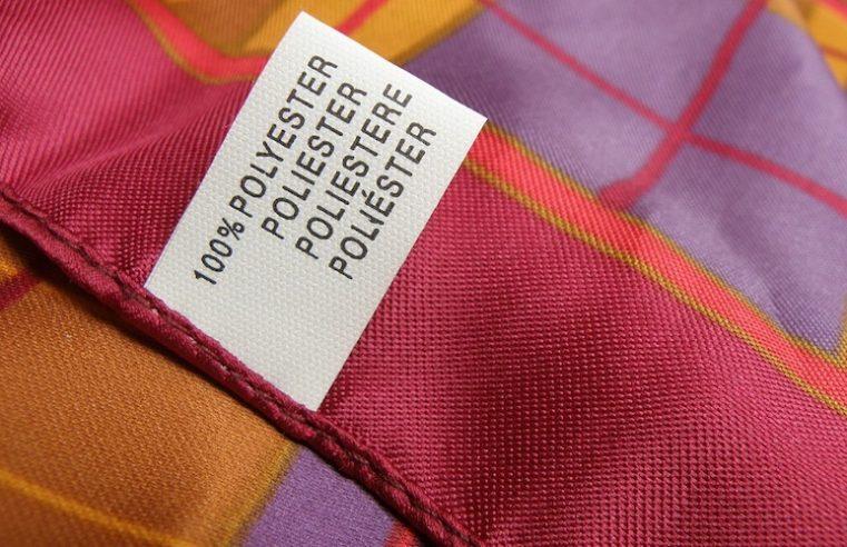 Recycling von Kleidung aus Polyester